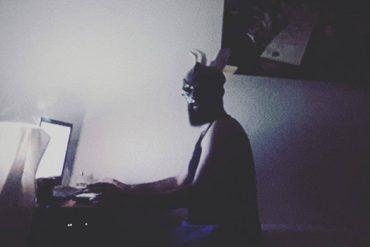Kafamın İçindeki Sesler Susmadığı Sürece Bu Karanlık Hava Devam Edecek // Paskalya Tavşanı Röportajı